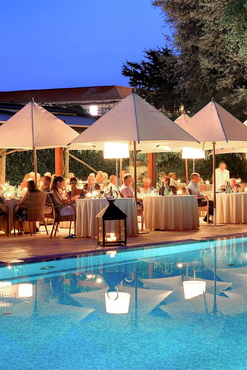 Aqua Pool Lounge
